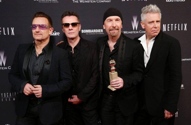 """Grupa U2 zaprezentowała okładkę fizycznej wersji albumu """"Songs of Innocence""""."""