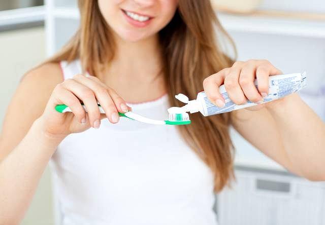 Brak szczoteczki do zębów i wizyta u dentysty rzadziej niż raz w roku sprawiają, że Polacy mogą się pochwalić ani zdrowym, ani pięknym uśmiechem