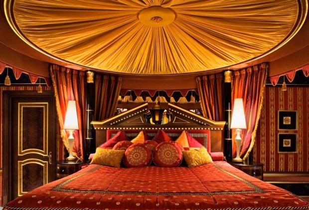 Królewskie łoże w apartamencie-minipałacu