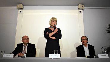 Wykluczeni z konkursu na nowy zarząd TVP: Robert Kozak, Agnieszka Odorowicz i Jacek Weksler podczas środowej konferencji prasowej