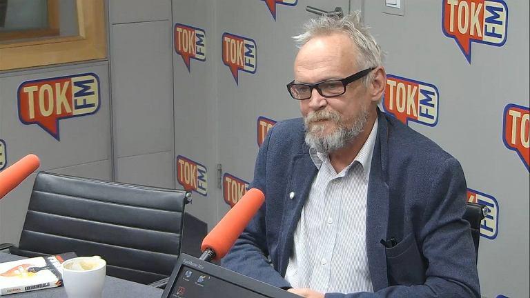 Paweł Kasprzak w studiu Radia TOK FM.