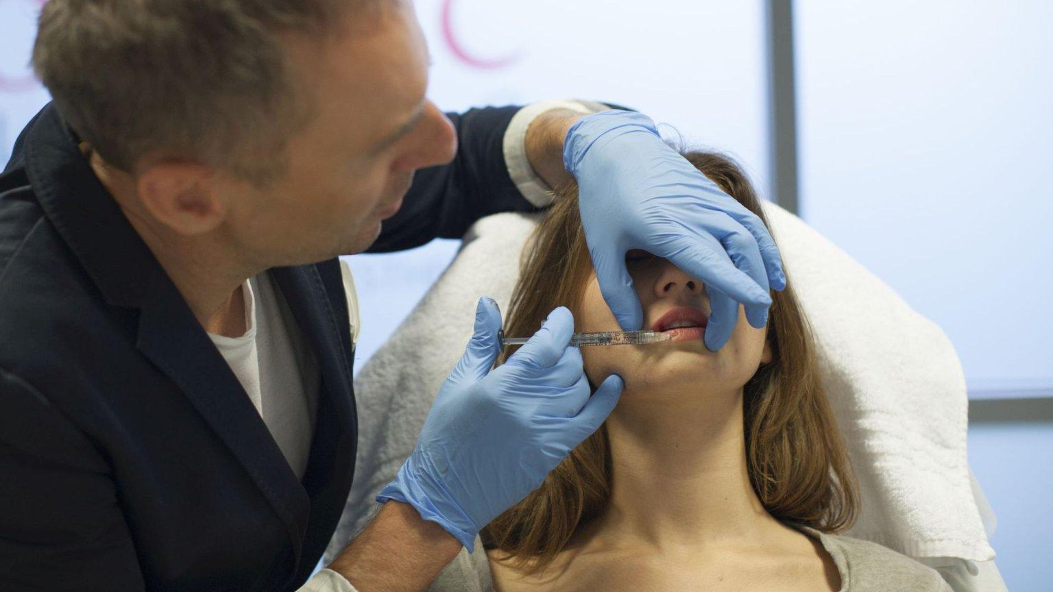 Doktor Krzysztof Gojdź z pacjentką