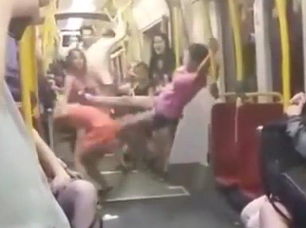 Po b�jce nastolatek w tramwaju. Zatrzymano trzeci� dziewczyn�