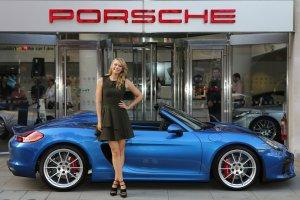 Pi�kna Maria Sharapova w Porsche Boxster Spyder