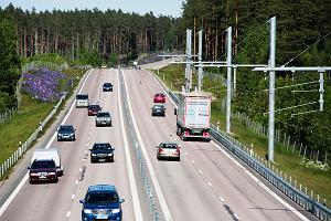 Szwedzi stworzyli drogę przyszłości, która naładuje samochód podczas jazdy. Pierwszy odcinek gotowy