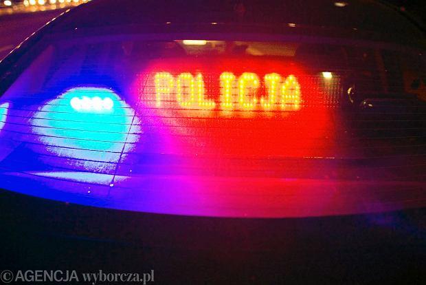 Poważny wypadek na Mazowszu. 19-latek wjechał w procesję przy cmentarzu