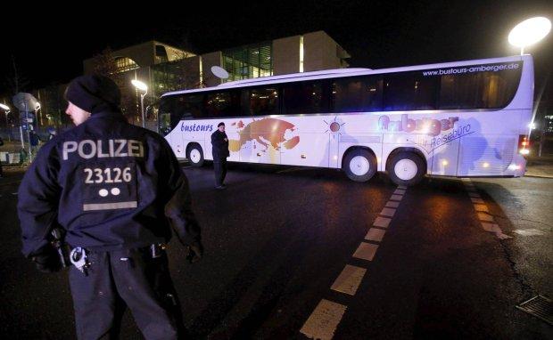 W po�owie styczna starosta z Bawarii odes�a� autokar z uchod�cami do Berlina