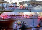 Kibolska prowokacja: antysemicki transparent i spalone kukły