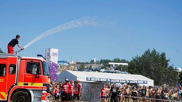 Festiwal Pol'and'Rock. Niemieccy strażacy polewają publiczność wodą