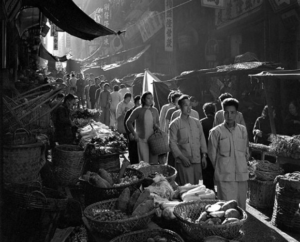 Zdj�cia Hongkongu z lat 50. s� cz�ci� ksi��ki