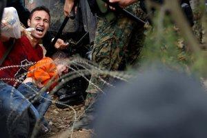 Zamieszki na granicy macedo�skiej. Policja u�y�a gazu �zawi�cego wobec uchod�c�w