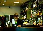Oszustwa, napiwki i wymiociny w szklankach - czar pracy w modnych klubach [OPOWIEŚĆ BARMANA]
