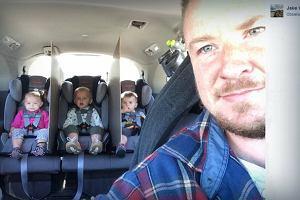 Genialny ojciec wpadł na superpomysł, jak poradzić sobie z samochodowymi kłótniami dzieci podczas podróży