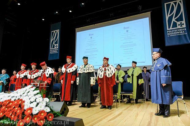 Zdjęcie numer 0 w galerii - Tadeusz Ferenc doktorem honoris causa Politechniki Rzeszowskiej. Mnóstwo VIP-ów [ZDJĘCIA]