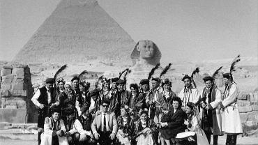 Zespół pieśni i tańca założony przy spółdzielni Kamionka w Łysej Górze podczas tournee, Egipt, lata sześćdziesiąte