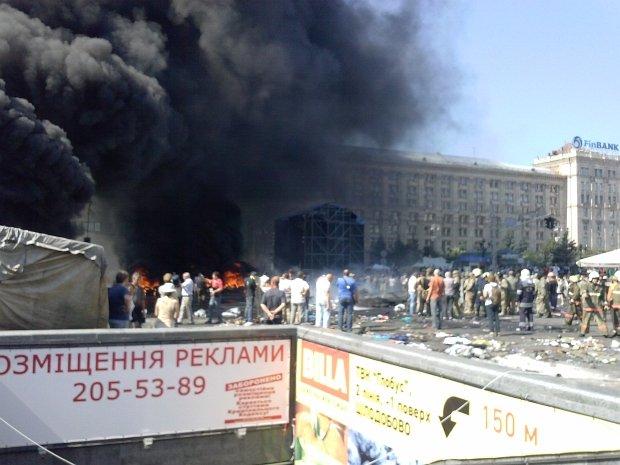 Kij�w. Zap�on�y barykady na Majdanie Niepodleg�o�ci. Ludzie protestowali przeciwko ich rozbieraniu