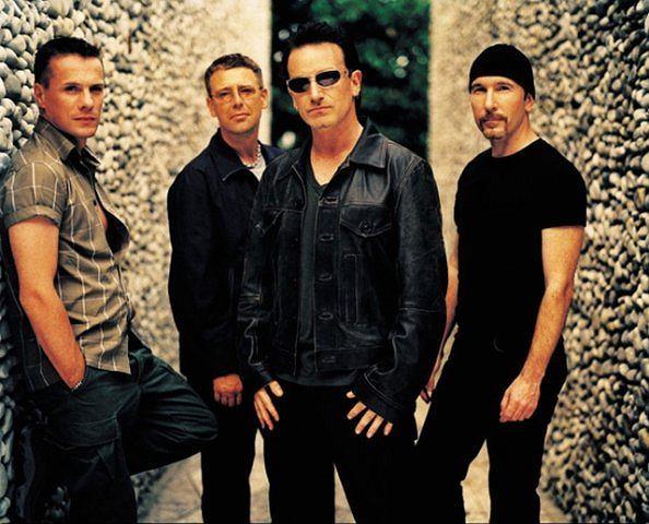 Podczas koncertu w Toronto Bono zaprosił na scenę jedną z fanek zespołu.