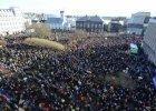 Niemal co dziesiąty Islandczyk domaga się dymisji premiera. Wielotysięczne tłumy przed parlamentem