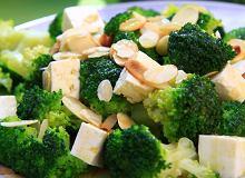 Sałatka z brokułów i sera feta - ugotuj