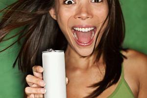 Zmęczenie? Młodzi ratują się napojami energetycznymi