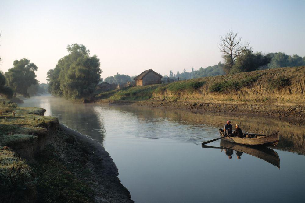 Wioska i jeden z kanałów w Delcie Dunaju. Delta Dunaju, Rumunia / fot. Shutterstock