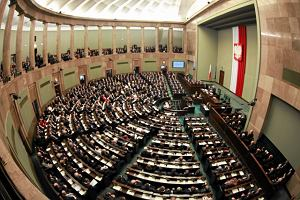 Sejm: Opozycja za odrzuceniem projektu o statusie sędziów TK, PiS za dalszymi pracami nad nim