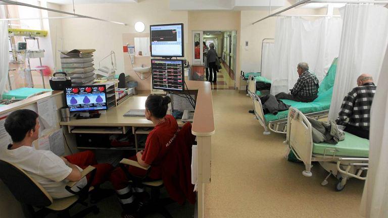 Pacjencina korytarzu w Szpitalu Wolskim