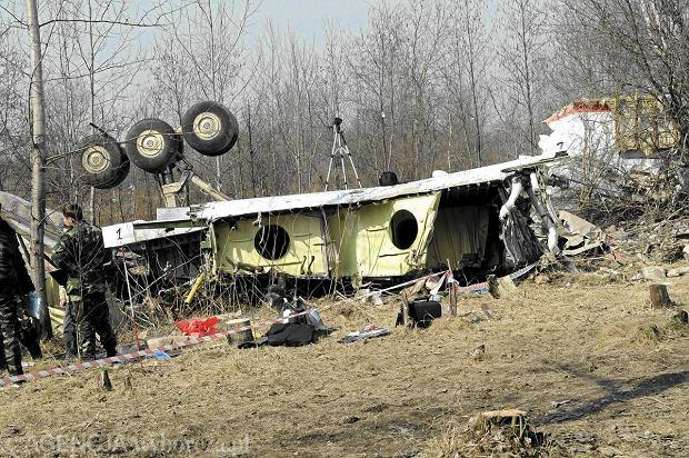 Wojskowi logistycy w Smole�sku. Sprawdz�, czy wrak mo�na przewie�� samochodami