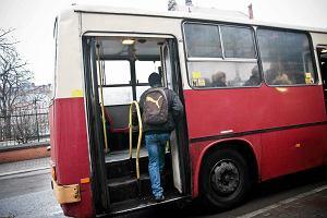 Autobusy jeżdżą jak w soboty. A do tego utrudnienia