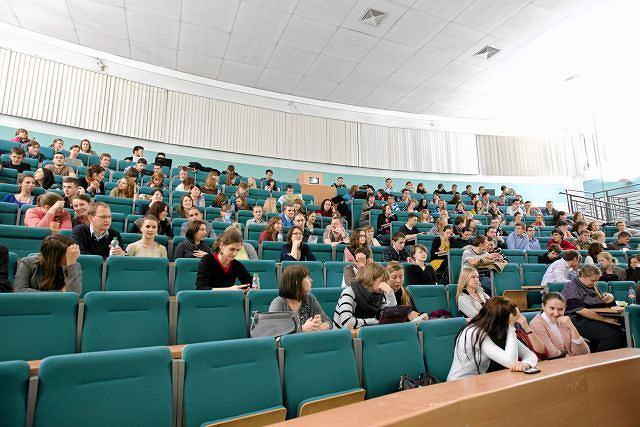 Przepisy obligujące studentów do płacenia za drugi kierunek studiów są niezgodne z konstytucją. Na zdjęciu: wykład na UAM