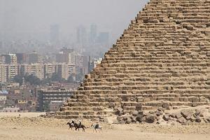 Giza piramidy - egipska wędrówka ku wieczności
