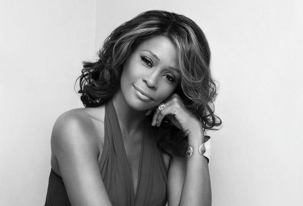 """Tata nazywał ją """"Nippy"""", chętnie chodziła lekcje historii w szkole, a jej ulubionym kolorem był fiolet. Sprawdź, czego jeszcze nie wiesz o Whitney Houston!"""