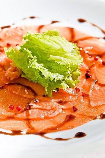 Carpaccio z marynowanego łososia