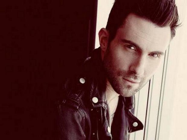 """Adam Levine opublikował akustyczną wersję utworu """"Lost Stars"""" z filmu """"Zacznijmy od nowa"""" (""""Begin Again"""")."""
