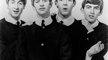 The Beatles. Dwaj Beatlesi - Paul McCartney (drugi z prawej) i George Harrison (pierwszy z prawej) - uczyli się w tej samej szkole w Liverpoolu, nikt nie zauważył ich talentu