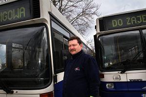 http://bi.gazeta.pl/im/5/11453/z11453925M,Krzysztof-Chmielewski-jezdzi-wysluzonymi-autobusami.jpg