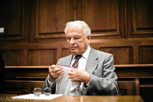 MON przerwa� prace nad przywr�ceniem emerytur b. cz�onkom WRON