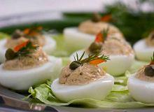 Jajka nadziewane tu�czykiem i kaparami - ugotuj