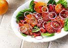 Sa�atka z pomara�czy i czerwonej cebuli