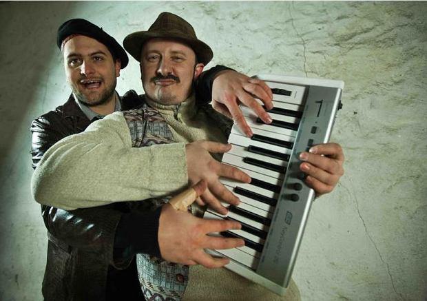 Bracia Figo Fagot nie za�piewaj� na pozna�skich juwenaliach antyromskich piosenek