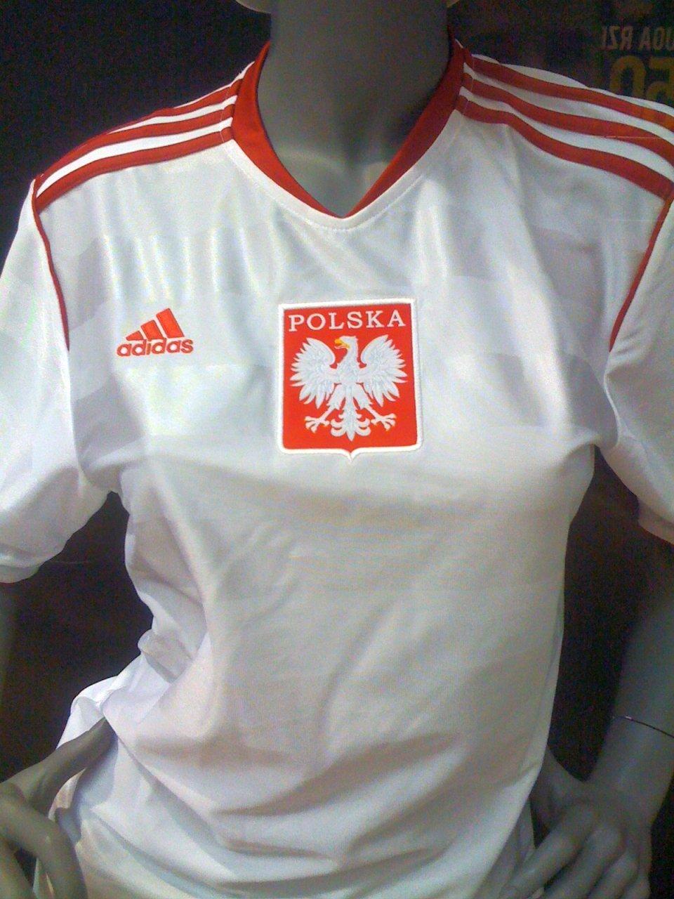 1e052fe8b Na koszulkach Adidasa orzełek bez korony. Dlaczego? Reprezentacja Polski