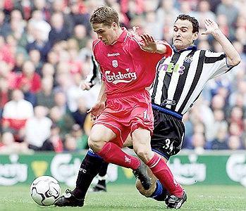 Michael Owen grał w Liverpoolu, Realu Madryt i Manchesterze United, a najbliżej najcenniejszego klubowego trofeum był w 2011 roku. Jako