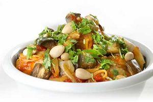 Kurczak po marokańsku z warzywami i migdałami