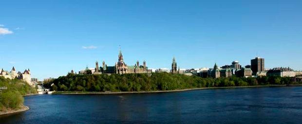 Cięcia w biurokracji: 30 tys. Kanadyjczyków na bruk