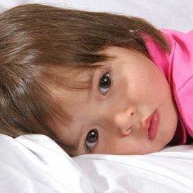 Jak pomóc maluchowi zasypiać -