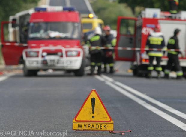 Dwa wypadki na autostradzie A4 w pobli�u Legnicy. Pi�� os�b rannych