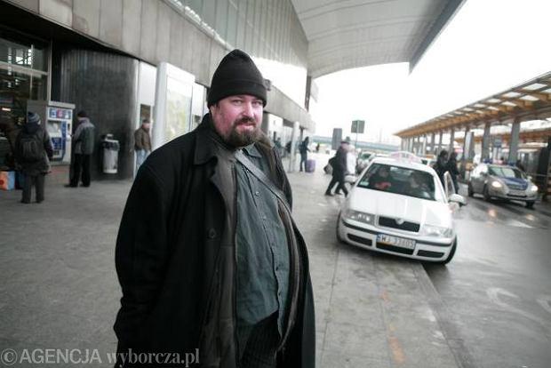 Nerwy na Centralnym: taksówki kontra autobusy
