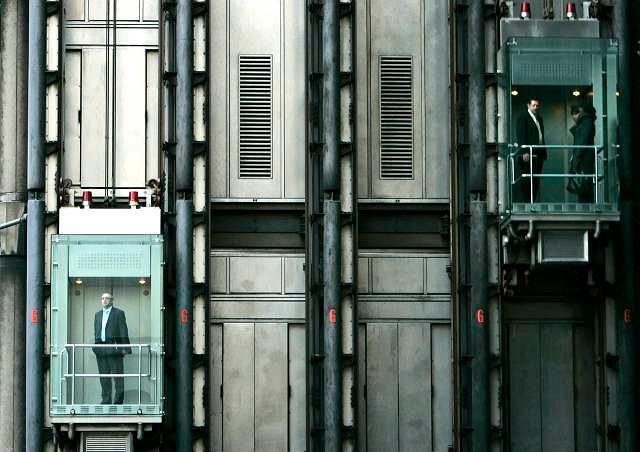 Windy w Londynie - Fot. LEFTERIS PITARAKIS AP
