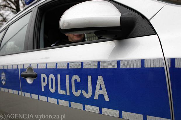 Poszukiwani bandyci okradli policjant�w