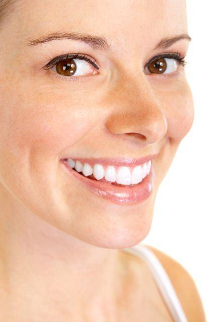 Właściwa higiena jamy ustnej gwarantuje piękne i białe zęby.